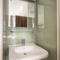 Отель LSE Carr-Saunders Hall 2* Стандартный номер с 2 отдельными кроватями (общая ванная комната) фото 7