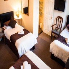 Отель Queen Anne's Guest House 3* Стандартный семейный номер с различными типами кроватей