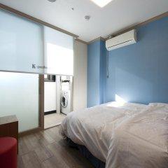 Отель K-guesthouse Sinchon 2 2* Номер Делюкс с двуспальной кроватью фото 3