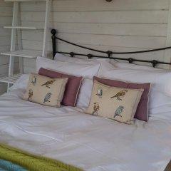 Отель The Little Hide - Grown Up Glamping Бунгало с различными типами кроватей фото 15