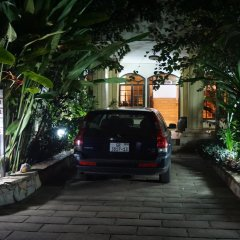 Апартаменты Accra Royal Castle Apartments & Suites Тема парковка