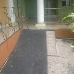 Отель Palm Bay Guest House & Restaurant Ямайка, Монтего-Бей - отзывы, цены и фото номеров - забронировать отель Palm Bay Guest House & Restaurant онлайн бассейн
