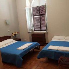 Отель Overseas Guest House Стандартный номер с различными типами кроватей фото 5