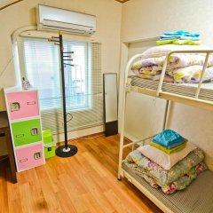 Отель Kimchee Hongdae Guesthouse Кровать в общем номере с двухъярусной кроватью фото 6