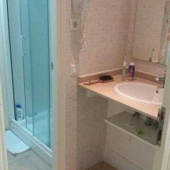 Отель Hostalin Barcelona Gran Via 3* Номер с общей ванной комнатой с различными типами кроватей (общая ванная комната) фото 8