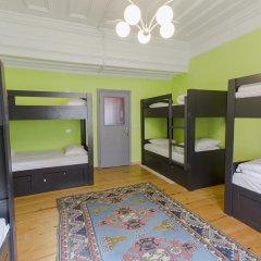 Cheers Hostel Кровать в женском общем номере с двухъярусной кроватью
