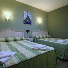 Отель Hostal Regio Стандартный номер с различными типами кроватей фото 8