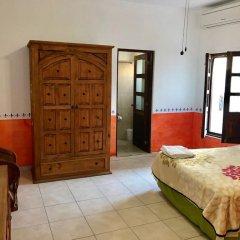 Отель Villa Serena Centro Historico Масатлан сейф в номере