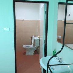 Отель Pro Chill Krabi Guesthouse Таиланд, Краби - отзывы, цены и фото номеров - забронировать отель Pro Chill Krabi Guesthouse онлайн ванная