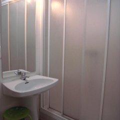 Отель Pension Lo-Egin Испания, Сан-Себастьян - отзывы, цены и фото номеров - забронировать отель Pension Lo-Egin онлайн ванная фото 2