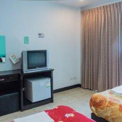 Отель Patong Bay Guesthouse 2* Улучшенный номер с 2 отдельными кроватями фото 2