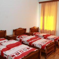 Inter Hostel Стандартный семейный номер с двуспальной кроватью