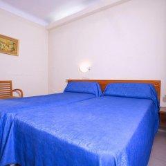 Отель Hostal La Lonja Стандартный номер с различными типами кроватей фото 3