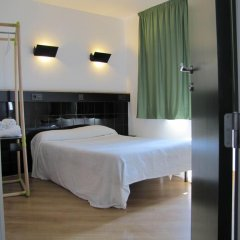Отель Hostal Athenas Стандартный номер с различными типами кроватей фото 10