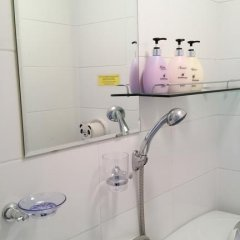 Отель Shinchon Hongdae Guesthouse 2* Стандартный номер с различными типами кроватей фото 19