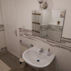 Отель Musei Vaticani Rooms Стандартный номер с 2 отдельными кроватями (общая ванная комната)