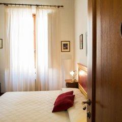 Отель Palazzo Bostoli Guest House Ареццо сейф в номере