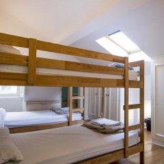 Отель Oasis Backpackers' Mansion Lisbon Кровать в общем номере фото 8