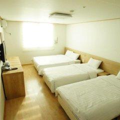 Отель Blessing in Seoul 2* Стандартный семейный номер с различными типами кроватей фото 2
