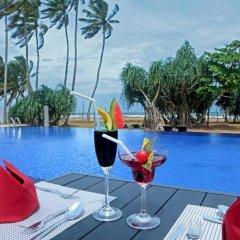 Отель Coco Royal Beach Resort бассейн фото 2