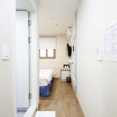 Отель K-guesthouse Sinchon 2 2* Стандартный номер с различными типами кроватей фото 4