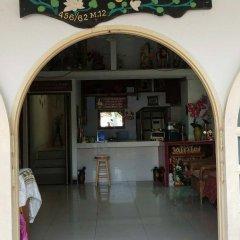 Отель Pinthong house гостиничный бар
