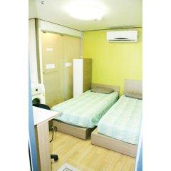 Отель Patio 59 Hongdae Guesthouse 2* Номер категории Эконом с 2 отдельными кроватями фото 4