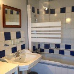 Отель Le Petit Hureau Сомюр ванная