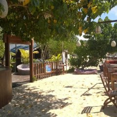 Отель Thaproban Beach House бассейн