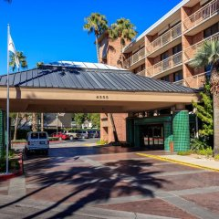 Отель Radisson Suites Tucson парковка
