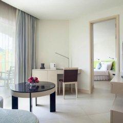 Отель Millennium Resort Patong Phuket 5* Улучшенный номер с двуспальной кроватью фото 3