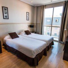 Отель Suites Feria de Madrid 4* Стандартный номер с двуспальной кроватью