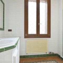 Отель Guerrazzi Apartment Италия, Болонья - отзывы, цены и фото номеров - забронировать отель Guerrazzi Apartment онлайн ванная фото 2