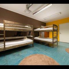 United Backpackers Hostel Кровать в общем номере с двухъярусной кроватью