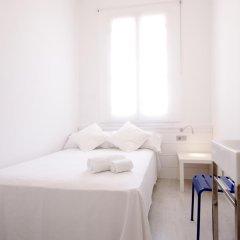 Отель DingDong Express 2* Стандартный номер с двуспальной кроватью (общая ванная комната)