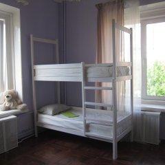 Hostel DomZhur Кровать в мужском общем номере с двухъярусными кроватями