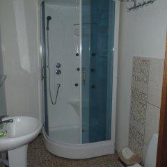 Гостиница Guest House Bai Kul в Горячинске отзывы, цены и фото номеров - забронировать гостиницу Guest House Bai Kul онлайн Горячинск ванная