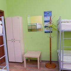 Отель Жилые помещения Кукуруза Кровать в мужском общем номере фото 11