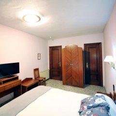 Отель Hostal la Carrasca удобства в номере