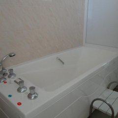 Гостиница Sanatoriy Salut в Железноводске отзывы, цены и фото номеров - забронировать гостиницу Sanatoriy Salut онлайн Железноводск ванная