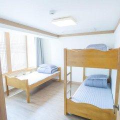 Отель Hi Jun Guesthouse Hongdae 2* Стандартный номер с различными типами кроватей фото 17