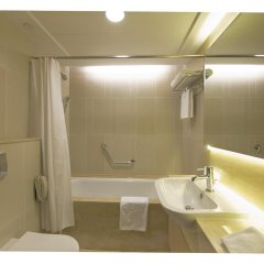 Отель The Salisbury - YMCA of Hong Kong Люкс с различными типами кроватей фото 6