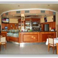 Отель Pilo Lala Konjat Голем гостиничный бар