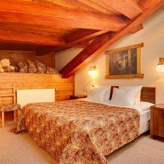 Гостиница Алеша Попович Двор 3* Стандартный семейный номер с двуспальной кроватью