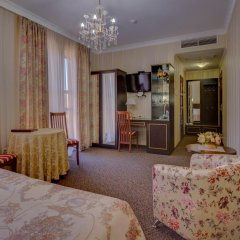 Отель Шери Холл 4* Полулюкс