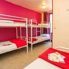 Отель Young & Happy Latin Quarter by Hiphophostels Кровать в общем номере двухъярусные кровати фото 6