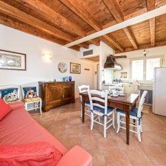 Отель Borgo Del Torchio B1 Манерба-дель-Гарда комната для гостей фото 4