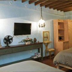 Отель Joaquin's Bed and Breakfast Филиппины, Тагайтай - отзывы, цены и фото номеров - забронировать отель Joaquin's Bed and Breakfast онлайн комната для гостей фото 4