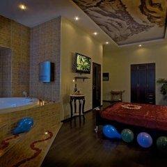 Гостиница Алекс на Марата Люкс двуспальная кровать фото 2