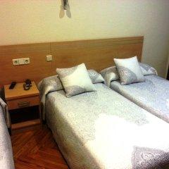 Отель Hostal Avenida Стандартный номер с 2 отдельными кроватями фото 12